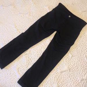 Lululemon cropped black leggings(READ DESCRIPTION)